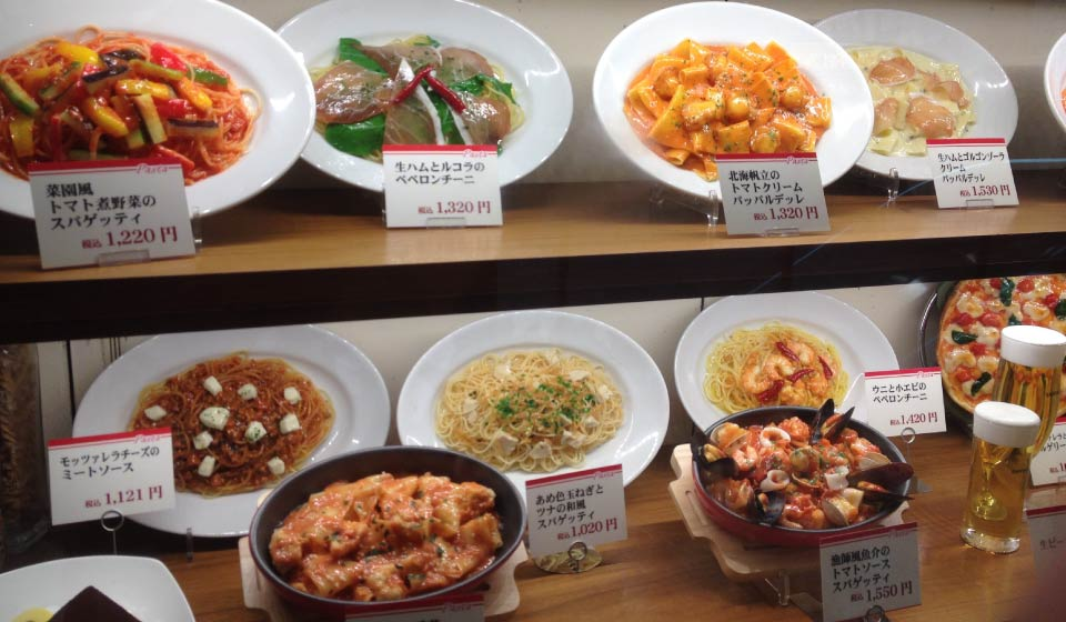 Plastic food menus display are commonly used by Japanese restaurants